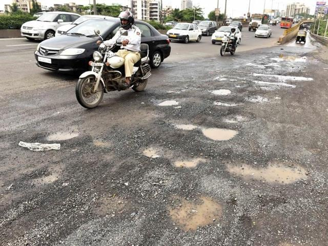 HT took a ride down both highways on Sunday and found that the WEH is in far worse shape that the EEH, and responsible for the city's worst commutes.