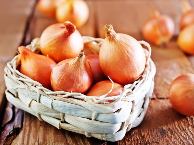 Onions contain anti-inflammatory properties which fight acne causing bacteria.