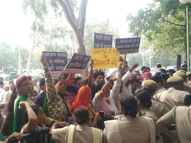 Congress workers protesting against the mayor at Sector 17, Chandigarh on Wednesday.