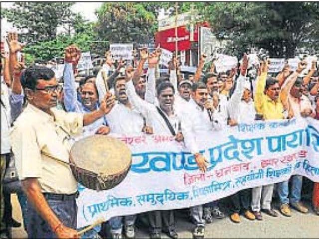 Para-teachers' strike,Jharkhand,Palamu and Garwah districts