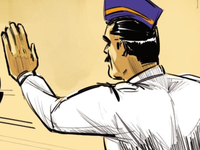 Traffic cops,Mumbai traffic police,Helmet rule