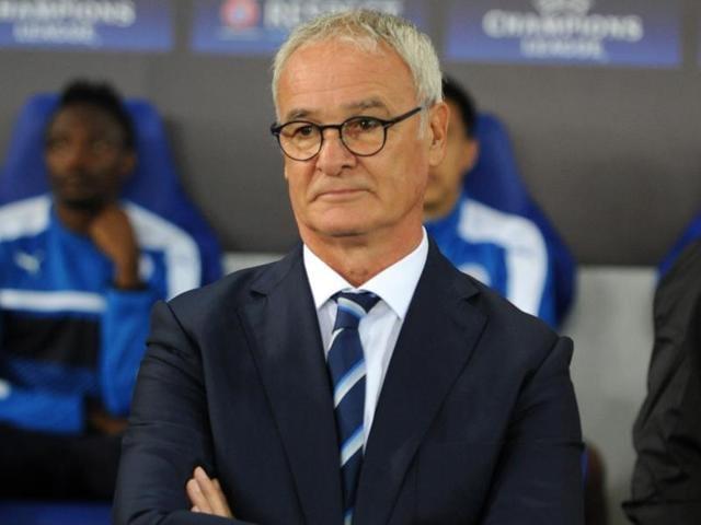 Leicester City's Italian manager Claudio Ranieri (L) congratulates Leicester City's striker Islam Slimani.