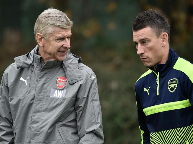Arsenal manager Arsene Wenger and Granit Xhaka during training Action Images via Reuters / Andrew Couldridge Livepic EDITORIAL USE ONLY.