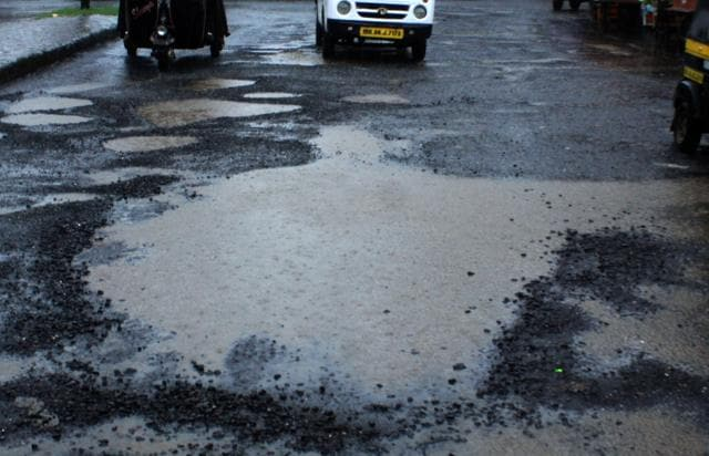 BJP walked out of Wednesday's standing committee meeting along with the opposition stating that Sena was supporting the administration despite its failures to provide good roads to the city