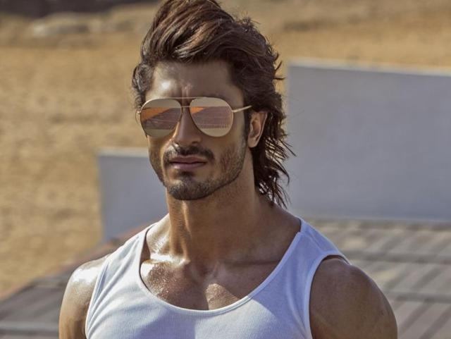 Actor Vidyut Jammwal says he is glad about the love he gets from his fans.