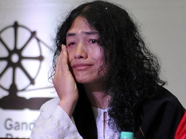 Activist Irom Sharmila getting emotional during an interaction as part of the Global Peace Festival 2016 at Institute of Hotel Management, Catering and Nutrition, Chandigarh, on Wednesday.(Karun Sharma/HT Photo)
