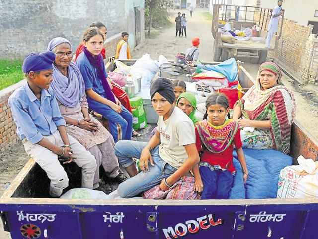 Residents of border villages near Attari moving to safer locations on Thursday.(PTI)