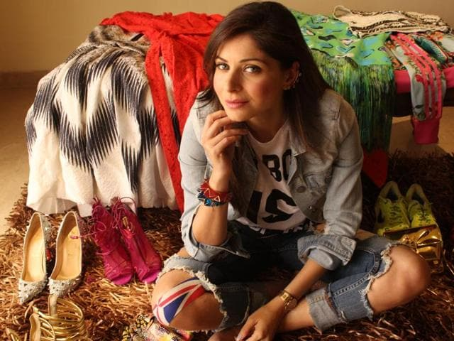 Singer Kanika Kapoor says it's not a good idea to perform in Pakistan amid political tension.
