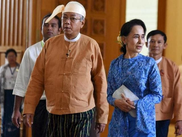 Myanmar's President Htin Kyaw (left) and National League for Democracy party leader Aung San Suu Kyi arrives at Parliament in Naypyitaw.(REUTERS)