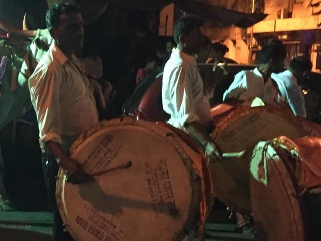 A comprehensive Bombay high court order, issued in August, not only bans using loudspeakers in Silence Zones but even the use of drums, blowing horns, trumpets and playing of any music using sound amplifiers(HT File Photo)