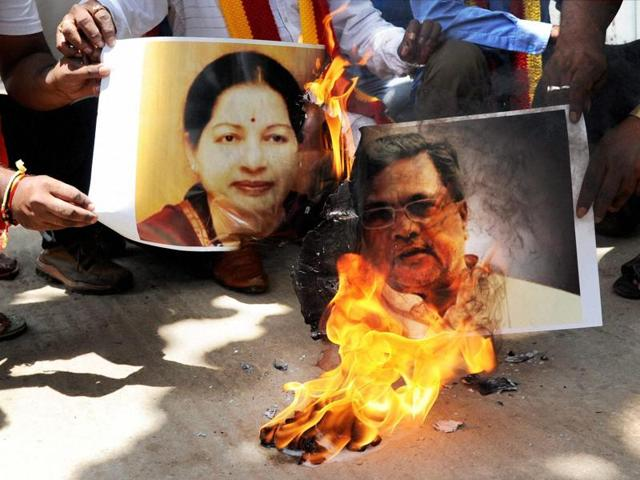 Pro Kannada activists in Bengaluru on Thursday burn posters of Tamil Nadu CM J Jayalalithaa and Karnataka CM Siddaramaiah in protest against the Supreme Court verdict on Cauvery water.