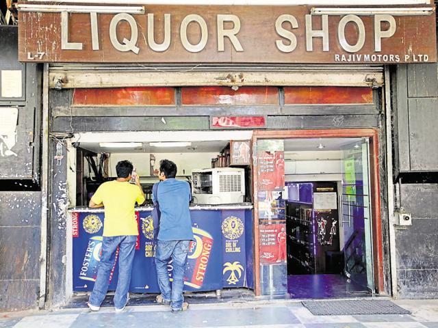 Liquor bottles,Warning on liquor bottles,Delhi high court