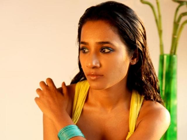 Tannishtha Chatterjee says that prejudice is the base of jokes about skin colour.