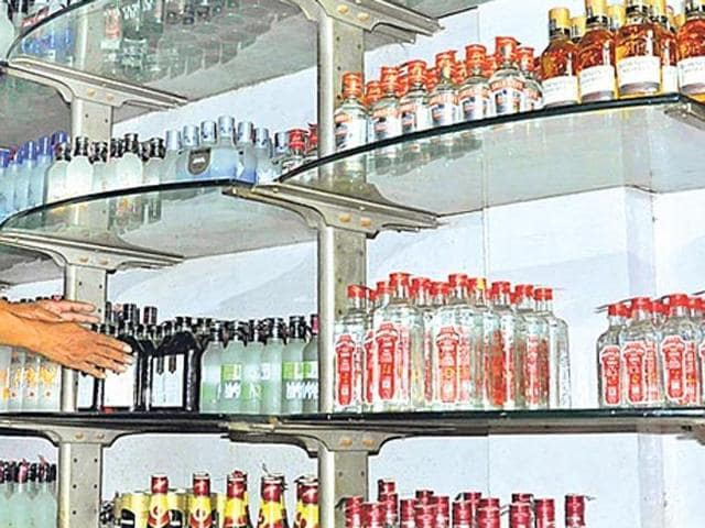 Tipplers thronged liquor shops on the porous India-Nepal border after Patna HC overturned Bihar's alcohol ban.