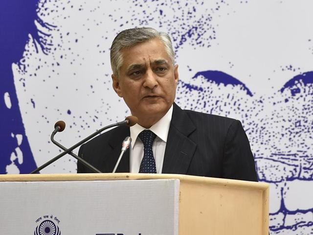 Chief Justice of India T S thakur on Saturday urged the government to provide a mechanism for the resolution of conflicts or disputes outside the judicial system.