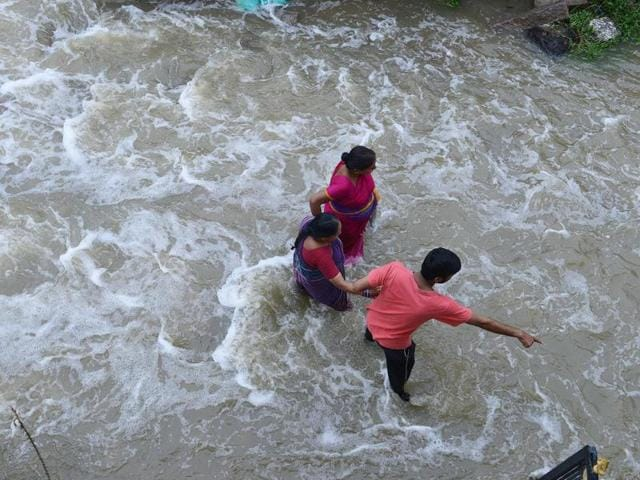 The car was crossing a stream near Karegam in Nizamabad district of Telangana when it was washed away, along with the woman and five children inside.