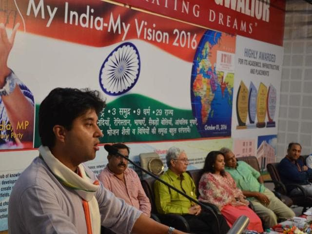 Gwalior : Former union minister and Congress MP Jyotiraditya Scindia was at ITM University in Gwalior on Saturday to attend a programme – My India My Vision 2016. He also interacted with the students of the university.