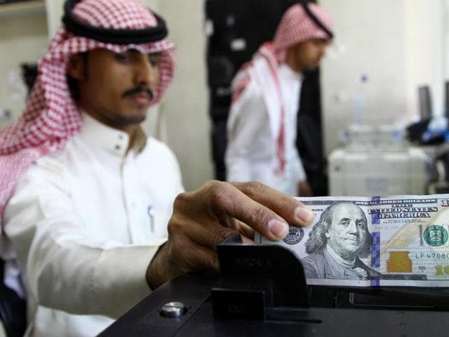 A Saudi money changer counts US banknotes at a currency exchange shop in Riyadh, Saudi Arabia September 29, 2016.