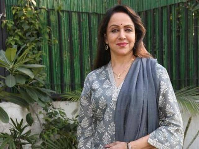 Artistes are artistes whether they are from Pakistan or India, said Hema Malini.
