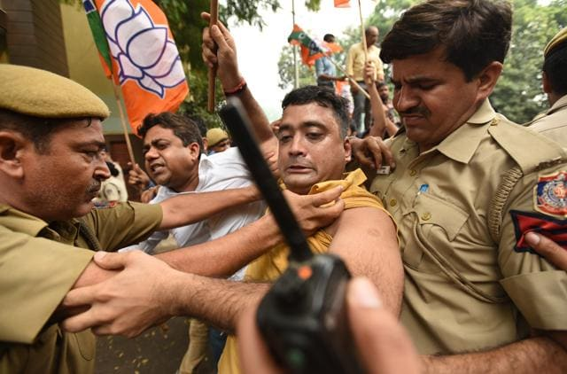 Policemen try to disperse BJPworkers protesting against Delhi CMArvind Kejriwal, at his residence in New Delhi on Tuesday.