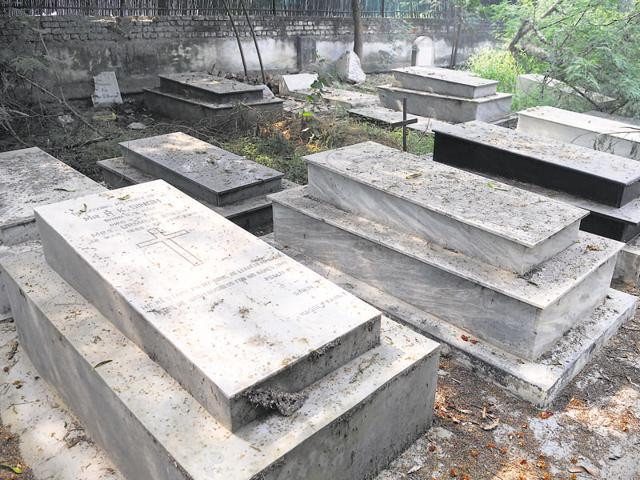 The two cemeteries of the Christian community near Police Lines have run out of space. There is another cemetery at Sector 56 but people from Old city areas do not prefer to use it