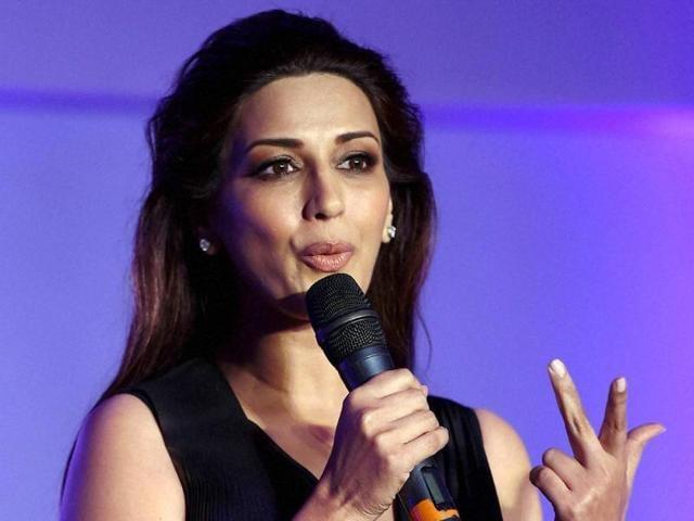 Sonali Bendre,Ban,Pakistani