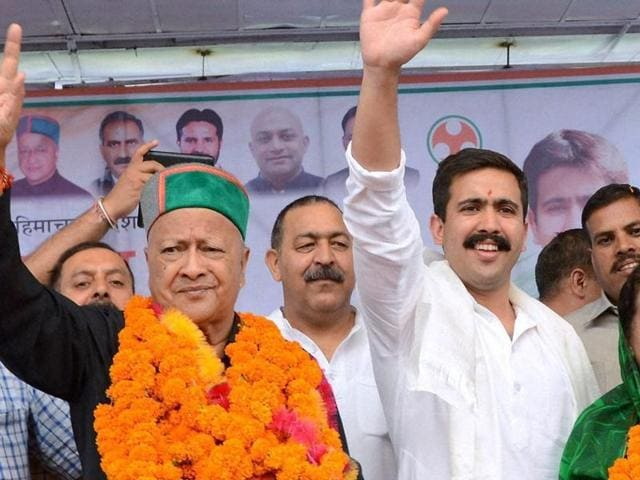 HP chief minister Virbhadra Singh with his wife Pratibha Singh and son Vikramaditya during a rally in Mandi.