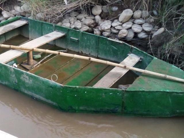 BSF,Pakistani boat,India-Pakistan tensions