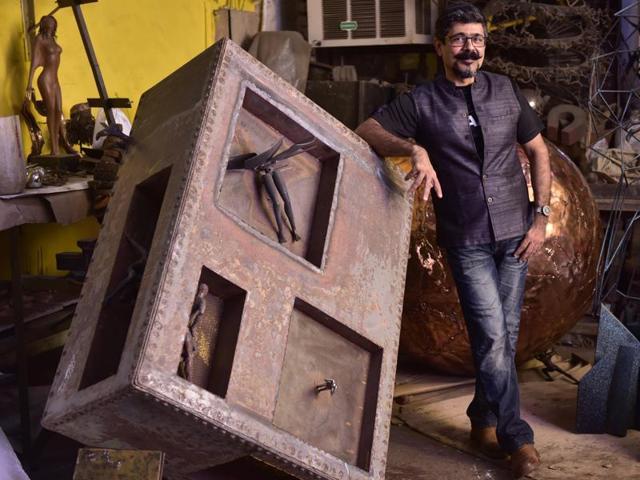 Arzan Khambatta with his sculpture Think Tank at his workshop in Sewri(Photo: Arijit Sen/HT)