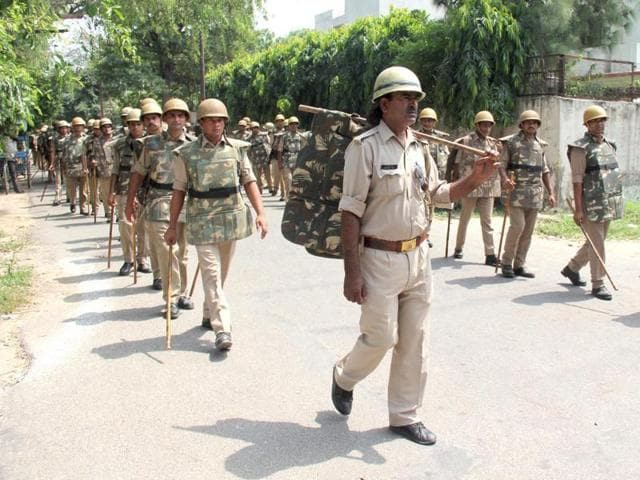 The Faizabad police took out flag marches in the sensitive localities of the city on Wednesday.