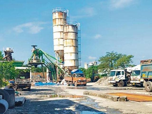 The plant on Jogeshwari-Vikhroli Link Road in  Andheri (East) was dismantled on Friday