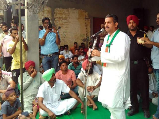 Congress national spokesman Vijay Inder Singla addressing party workers in Rampura Phul on Thursday.