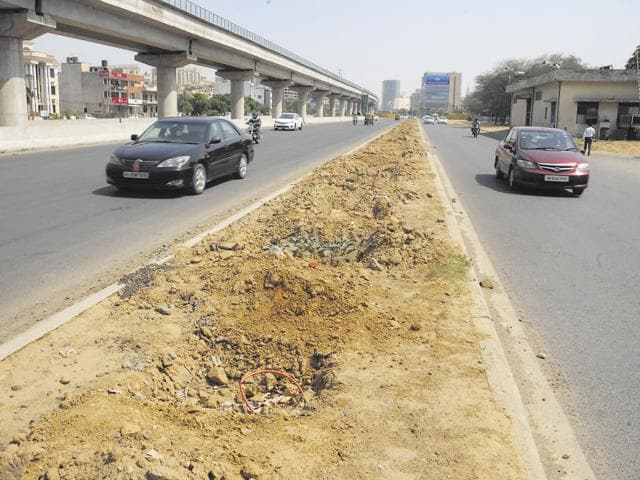 The DLF-Huda expressway culminates at AIT Chowk from where a four-lane road connects it to Golf course extension road. This road is to be upgraded.