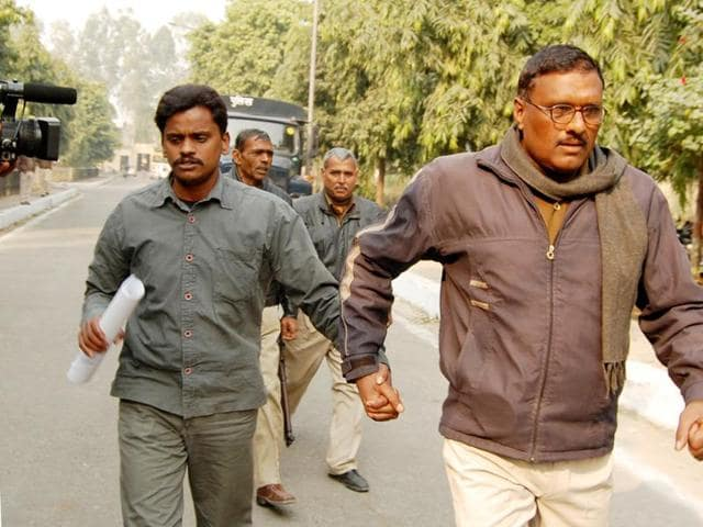 Surinder Koli(L), accused in the Nithari serial killings, was on Friday sentenced to death by a special Central Bureau of Investigation (CBI) court.