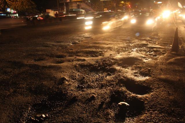 Mumbai, India - 5 Oct. 2016:Traffic due to potholes at Western Express Highway,Vile Parle in Mumbai, India, on Wednesday, October 5, 2016. (Photo by Pramod Thakur/ Hindustan Times)