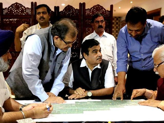 Punjab deputy CM Sukhbir Badal, Union steel minister Birender Singh, road transport and highways minister Nitin Gadkari and Haryana chief minister Manohar Lal Khattar discussing alignment of Delhi-Amritsar-Katra Expressway in New Delhi on Friday.