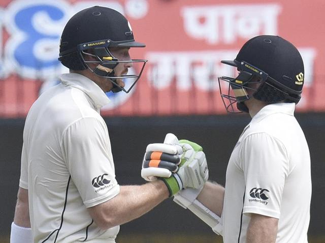 From 118 for no loss, the Kiwis were bowled out for 299.