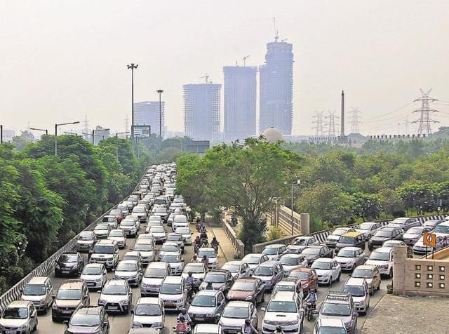 The traffic app will have route maps with information about roads experiencing traffic jams that commuters can avoid)