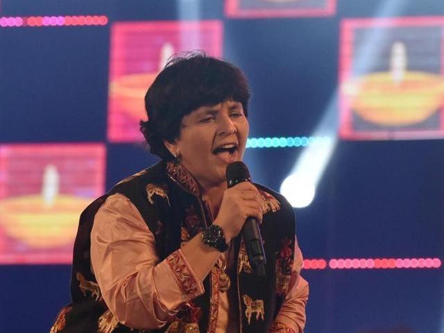 Falguni Pathak sings at Borivali in Mumbai