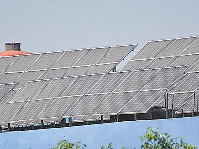 Delhi government,Solar power in Delhi,Solar plant along Wazirabad drain