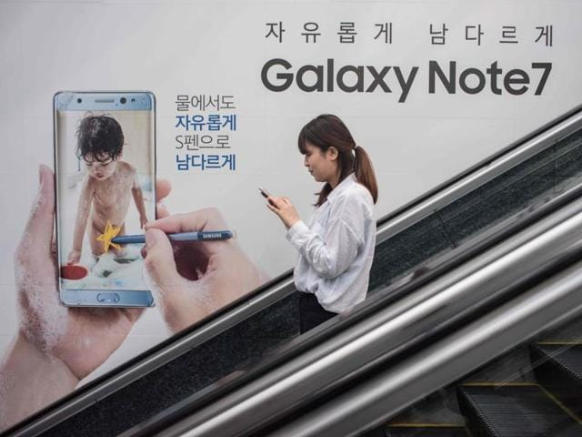 Samsung told customers worldwide to stop using their Galaxy Note 7 smartphones as it struggled to contain a snowballing safety crisis that threatens to derail the powerhouse global brand.