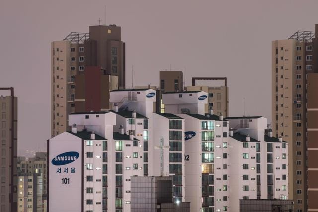 A General View Shows Samsung Apartment Buildings Amongst The Seoul City Skyline On October 11 2017 Has Pulled Final Plug Its Troubled