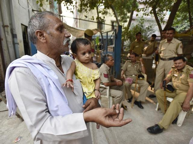 Tension in Trilokpuri,Madina Masjid Chowk,Aman Committee