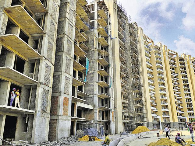 As per construction norms, sites should be covered with a tarpaulin sheet to prevent spread of dust. But on ground, these norms are nowhere to be seen.(Representative photo)