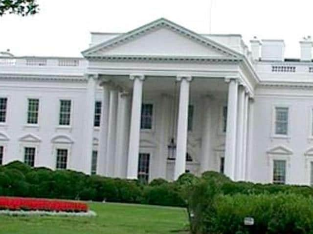 A picture of the White House, the official residence of the President of US.