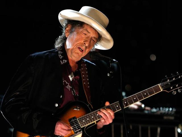 Bob Dylan to tour with new album 'Fallen Angels'