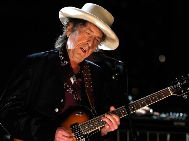 Bob Dylan performing during the 37th AFI Life Achievement Award: A Tribute to Michael Douglas at Sony Pictures in Culver City, California in 2009.
