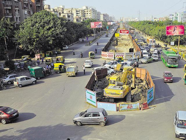 Noida,metro construction,mamura chowk