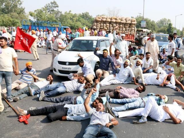 Theka Mulazim Sangharsh Morcha members blocking during protest in Bathinda on Thursday.