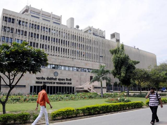 Seven top IITs will get a free hand to fix fee structures